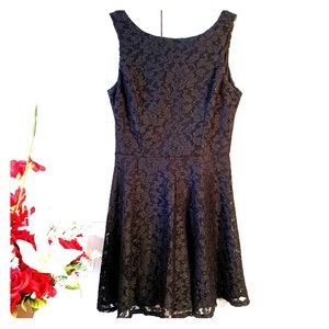 BLACK w SILVER METALLIC ACCENTS STRETCH LACE DRESS